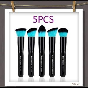 Other - Makeup Brush Set in teal blue